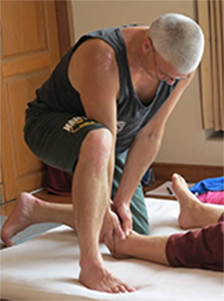 Mike in a Traditional Thaiyogamassage Therapie